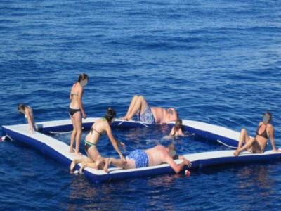 Bật mí về hồ bơi bơm hơi trên biển